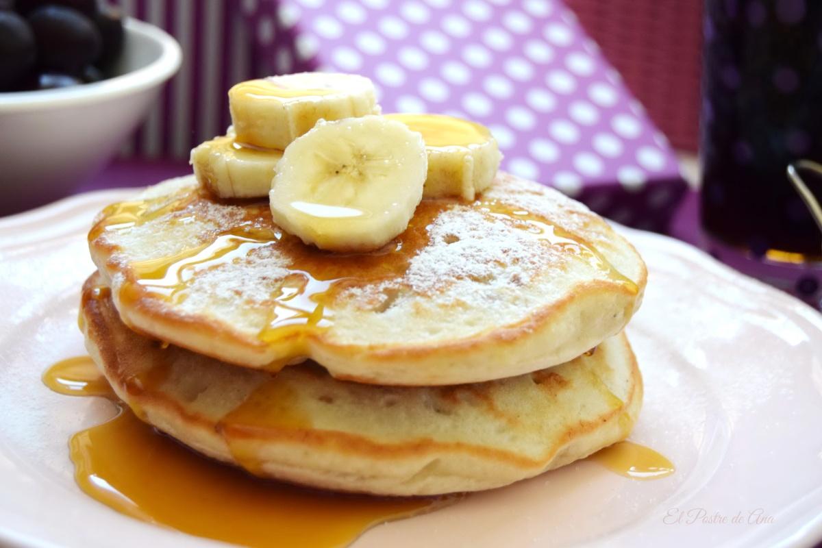 Tortitas americanas con plátano ynueces