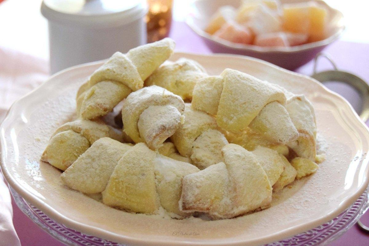 Pastelitos con delicia turca  o cornulete curahat